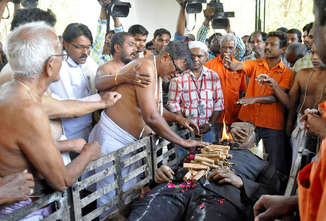 K. Madhusudhana Sastry, father of Srinivas Kuchibhotla, an Indian engineer who was shot and killed in the United States last week, performs last rites of his son during his funeral at a crematorium in Hyderabad, India, February 28, 2017. (Photo by Reuters/Stringer)