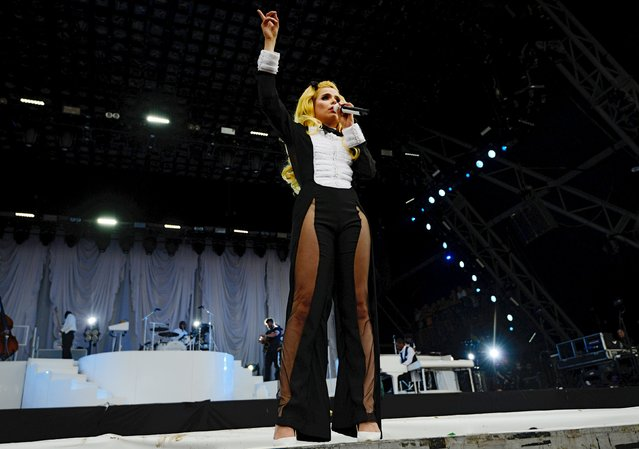 Paloma Faith performs on the Pyramid stage at Worthy Farm in Somerset during the Glastonbury Festival in Britain, June 27, 2015. (Photo by Dylan Martinez/Reuters)