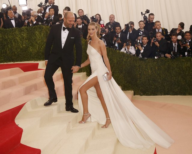 "Actors Jason Statham and Rosie Huntington-Whiteley arrive at the Metropolitan Museum of Art Costume Institute Gala (Met Gala) to celebrate the opening of ""Manus x Machina: Fashion in an Age of Technology"" in the Manhattan borough of New York, May 2, 2016. (Photo by Lucas Jackson/Reuters)"