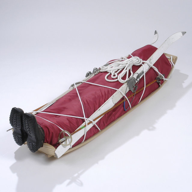 A coffin which has been handmade to look like a skiing accident. (Photo by Caters News Agency)