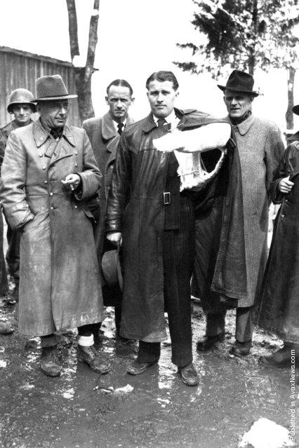 U.S. soldier, Walter Dornberger, Herbert Axter, Wernher von Braun, Hans Lindenberg, and Bernhard Tessmann (partially cropped) after the scientists surrendered to the Allies in 1945