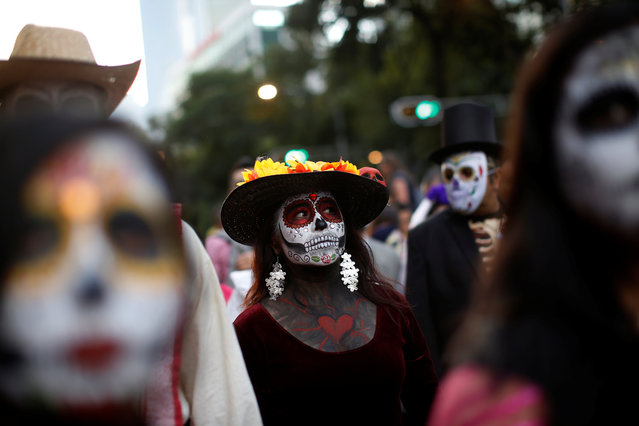 """A woman dressed up as """"Catrina"""", a Mexican character also known as """"The Elegant Death"""", takes part in a Catrinas parade in Mexico City, Mexico on October 22, 2017. (Photo by Carlos Jasso/Reuters)"""