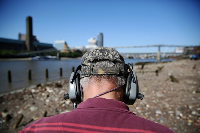 "Mudlark Malcolm ""Mack"" Macduff looks for objects on the banks of the River Thames in London, Britain May 24, 2016. (Photo by Neil Hall/Reuters)"
