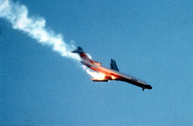 Pacific Southwest Airlines jet on fire after crashing into a small private airplane before smashing seconds later into a crowded housing developpment in San Diego, Calivornia on September 25, 1978. (Photo by AP Photo)