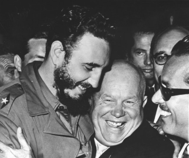 Cuba's Prime Minister Fidel Castro and Soviet Premier Nikita Khrushchev, embrace one another at the UN General Assembly, at the United Nations Building, in New York, NY, September 20, 1960. (Photo by AP Photo)
