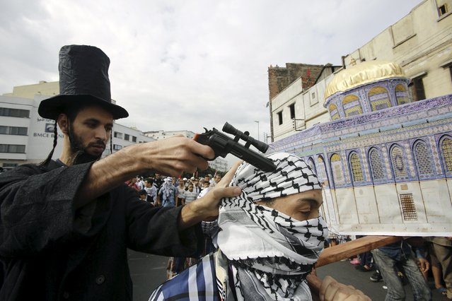 Pro-Palestinian protesters participate in a protest during a demonstration organized by Al Adl wal Ihsane, a Moroccan Islamist association, in solidarity with the Palestinian people, in Casablanca, Morocco October 25, 2015. (Photo by Youssef Boudlal/Reuters)