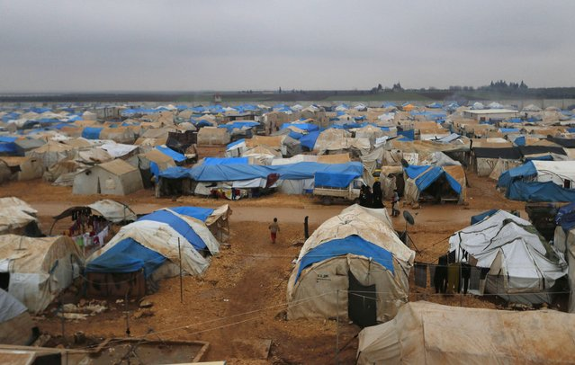 A general view shows of the Bab Al-Salam refugee camp in Azaz, near the Syrian-Turkish border December 28, 2014. (Photo by Hosam Katan/Reuters)