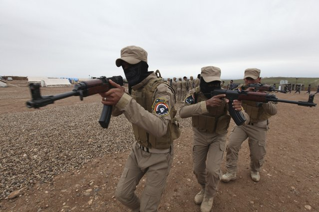Iraqi security forces take part in training, as they prepare to fight against militants of the Islamic State, at a training camp on the outskirts of Mosul January 10, 2015. (Photo by Azad Lashkari/Reuters)