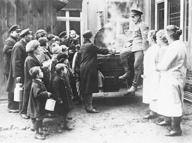 Members of a German Army unit serve soup to the poor of Berlin, Germany on February 16, 1931. (Photo by AP Photo)