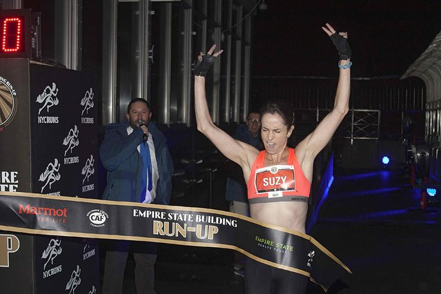 Suzy Walsham of Australia crosses the finish line on the 86th floor to win the Women's Elite class  during the 38th Annual Empire State Building Run-Up in the Manhattan borough of New York February 4, 2015. Walsham finished in a time of 12:30. (Photo by Carlo Allegri/Reuters)