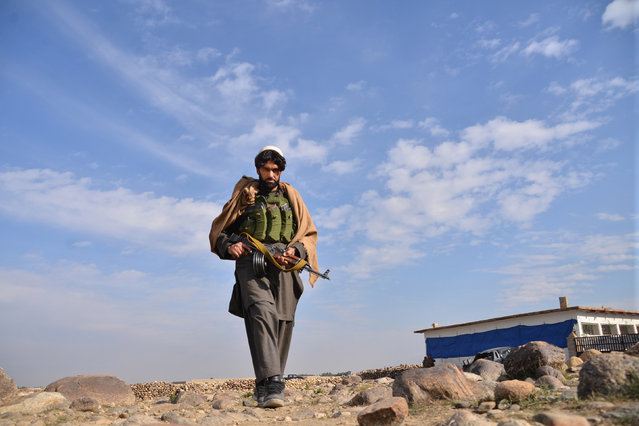 An Afghan militia man walks in the Achin district of Nangarhar province east of Kabul, Afghanistan, Sunday, December 27, 2015. (Photo by Mohammad Anwar Danishyar/AP Photo)