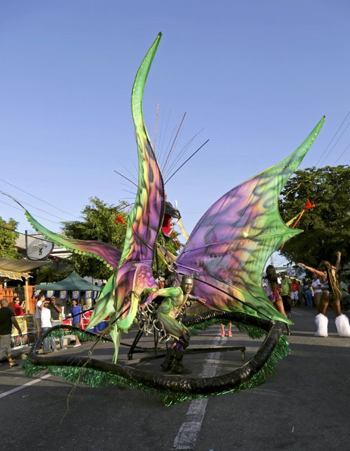 """The band """"Fun With Colours"""" plays mas on the streets during Carnival Monday in Woodbrook, Port of Spain February 16, 2015. (Photo by Andrea De Silva/Reuters)"""
