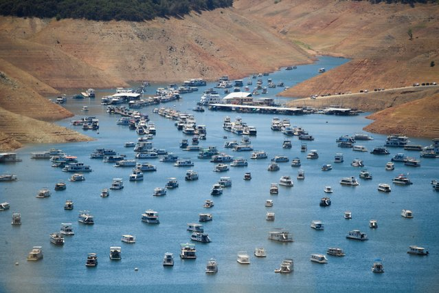 Houseboats are moored on Lake Oroville reservoir during the California drought emergency on May 25, 2021 in Oroville, California. Summer has not even begun and Lake Oroville, the second-largest reservoir in California that provides drinking water to more than 25 million people, is at less than half of its average capacity at this time of year It is a worrying indication of the worsening drought conditions in the northern part of the Golden State. (Photo by Patrick T. Fallon/AFP Photo)