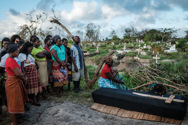 Rebecca Albino (R), a mother of three children, mourns beside the coffin of her husband, Tomas Joaquim Chimukme during his funeral, following a strong cyclone that hit Beira, Mozambique, on March 20, 2019. Five days after tropical cyclone Idai cut a swathe through Mozambique, Zimbabwe and Malawi, the confirmed death toll stood at more than 300 and hundreds of thousands of lives were at risk, officials said. (Photo by Yasuyoshi Chiba/AFP Photo)
