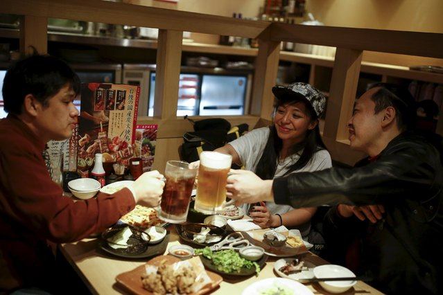 Professional wrestler Kris Wolf (C) meets fans Eiichi Nakazato (R) and Eishi Matsumoto in a restaurant in Tokyo, Japan,  March 12, 2016. (Photo by Thomas Peter/Reuters)