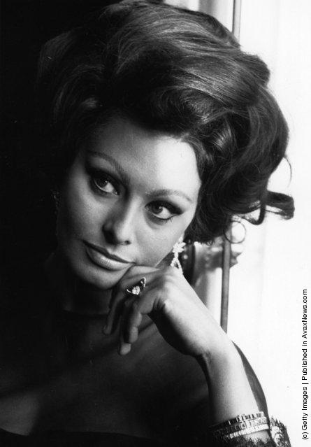 Italian film actress, Sophia Loren at a photocall, 1965