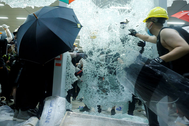 Protesters break the windows of the Legislative Council building on the anniversary of Hong Kong's handover to China in Hong Kong, China on July 1, 2019. (Photo by Thomas Peter/Reuters)