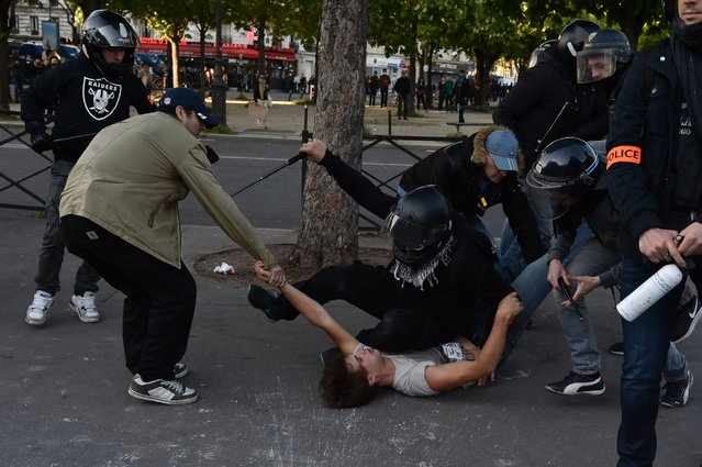 Plainclothed police officers arrest a man during clashes between anti-riot police and protesters during the traditional May Day demonstration in Paris on May 1, 2016. (Photo by Alain Jocard/AFP Photo)