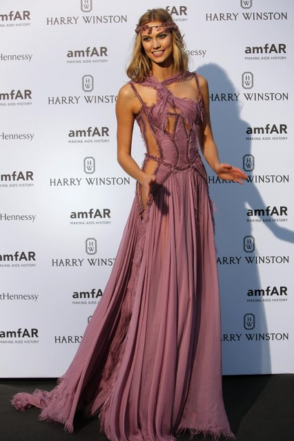 Model Karlie Kloss, of the U.S, arrives for the AMFAR dinner, Sunday July 5 2015 in Paris, France. (Photo by Rafael Yaghobzadeh/AP Photo)