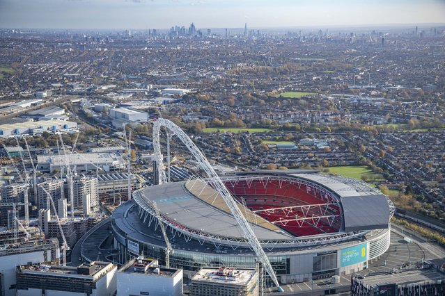 The amazing gallery shows parts of London shot from above – and the views are breathtaking. Jason Hawkes, an aerial photographer from Reading, England, captured the images over the past six months while flying in AS355 helicopters. Here: Aerial view of Wembley Park and Wembley Stadium, Brent. England with the towers of Central London in the far distance. (Photo by Jason Hawkes/Caters News Agency)