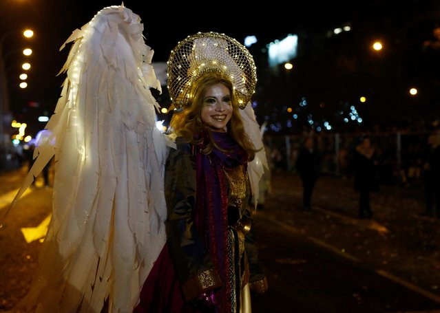 A woman wearing a costume of an angel attends the traditional Epiphany parade in Madrid, Spain, January 5, 2020. (Photo by Reuters/Stringer)