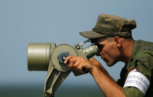 A Russian servicemen uses binoculars during a competition of the International Army Games 2016 at a range in the settlement of Alabino outside Moscow, Russia, August 2, 2016. (Photo by Maxim Shemetov/Reuters)