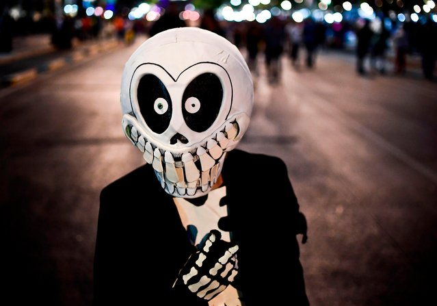 """A person fancy dressed as """"Catrina"""" takes part in the """"Catrinas Parade"""" along Reforma Avenue, in Mexico City on October 22, 2017. (Photo by Ronaldo Schemidt/AFP Photo)"""