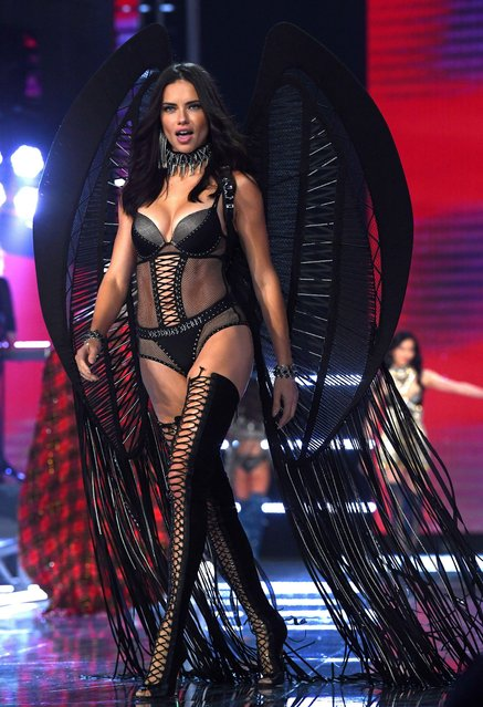 Adriana Lima presents a creation during the 2017 Victoria's Secret Fashion Show in Shanghai, China, November 20, 2017. (Photo by David Fisher/Rex Features/Shutterstock)
