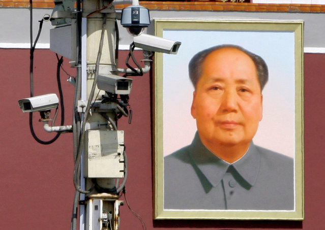 Monitor cameras work in front of the giant portrait of Chairman Mao Zedong on Beijing's Tiananmen Square, September 28, 2009. (Photo by Jason Lee/Reuters)