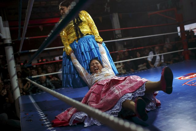 "Bolivian wrestlers Yenny Mamani, nicknamed Martha ""La Altena"" (L) and Leonor Cordova, nicknamed Angela ""La Simpatica"", battle during a wrestling bout in Madrid, Spain, October 8, 2015. (Photo by Juan Medina/Reuters)"