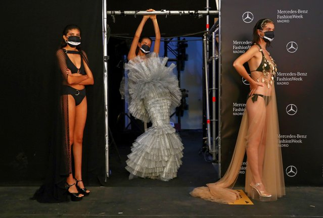 Social distancing signs are pictured as models wear protective face masks before the show of designer Andres Sarda during the Mercedes Benz Fashion Week amid the coronavirus disease (COVID-19) outbreak in Madrid, Spain, September 10, 2020. (Photo by Sergio Perez/Reuters)