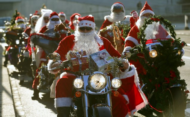 Harley Davidson bikers dressed as Santa Claus take part in a charity ride in Zurich, Switzerland December 6, 2015. (Photo by Arnd Wiegmann/Reuters)