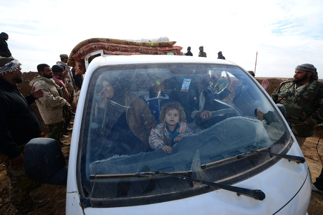 Displaced people, fleeing the violence of Islamic State militants in outskirts of Sinjar, are transferred by military vehicle of Shiite fighters to the camps in Sinjar, Iraq, December 5, 2016. (Photo by Reuters/Stringer)