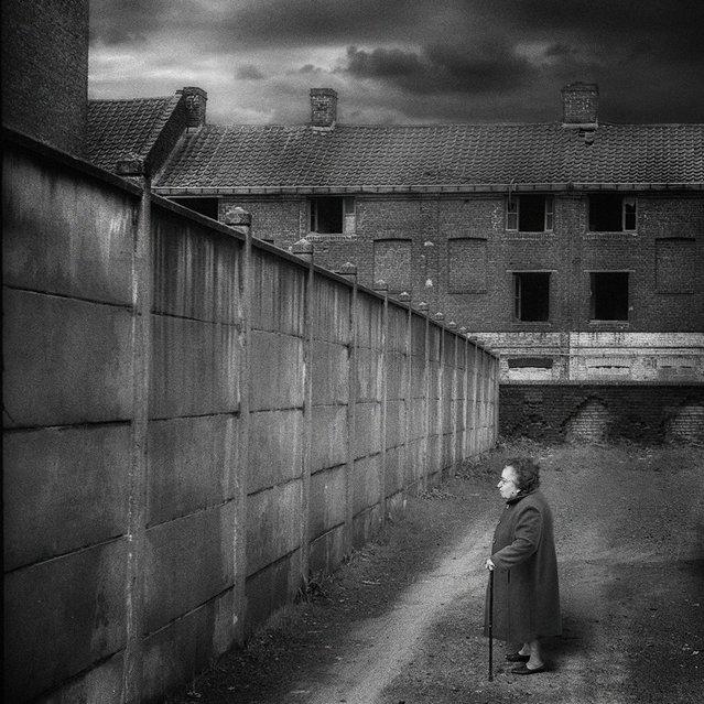 """""""Tous les murs ne sont pas tombés...."""" (Photo and caption by Yves Lecoq)"""
