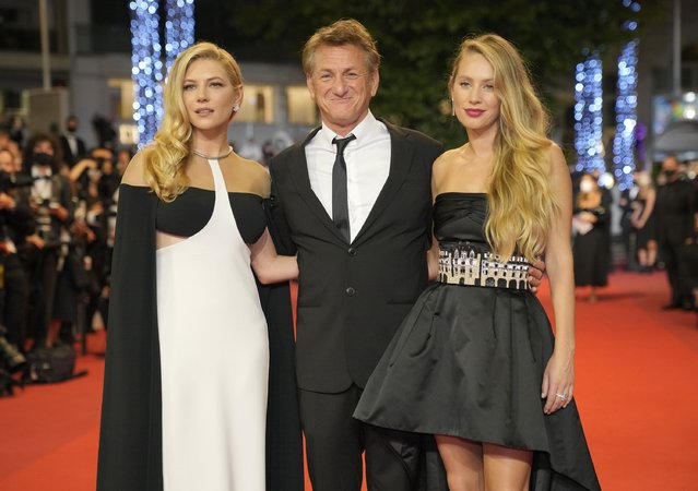 """Katheryn Winnick, from left, Sean Penn, and Dylan Penn pose for photographers upon arrival at the premiere of the film """"Flag Day"""" at the 74th international film festival, Cannes, southern France, Saturday, July 10, 2021. (Photo by Vadim Ghirda/AP Photo)"""