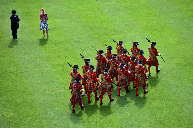 Yeomen of the Guard march during a garden party in the grounds of Buckingham Palace in central London, May 20, 2015. (Photo by Ben Stansall/AFP Photo)