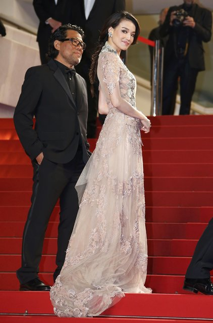 """Cast member Shu Qi (R) and guest pose on the red carpet as they arrive for the screening of the film """"The Assassin"""" (Nie yin niang) in competition at the 68th Cannes Film Festival in Cannes, southern France, May 21, 2015. (Photo by Eric Gaillard/Reuters)"""