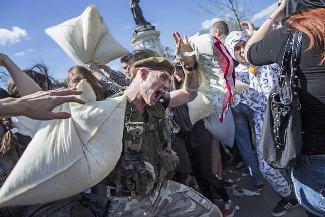 "Participants attend the ""International Pillow Fight Day"" in Paris, France, 05 April 2014. The International Pillow Fight Day takes place in dozens of cities around the world. (Photo by Etienne Laurent/EPA)"