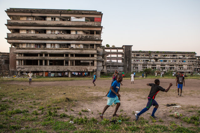 They also organise some sports. Almost every day, people meet each other in the external area to play football. (Photo by Fellipe Abreu/The Guardian)