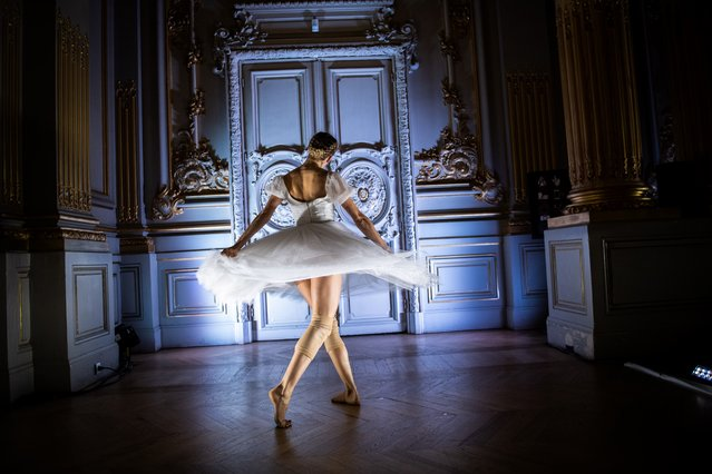 """A dancer of the Paris Opera Ballet performs during the dancing show """"Degas Danse"""" on the sidelines of the exhibition """"Degas at the Opera"""" at the Orsay museum in Paris on October 9, 2019. (Photo by Martin Bureau/AFP Photo)"""