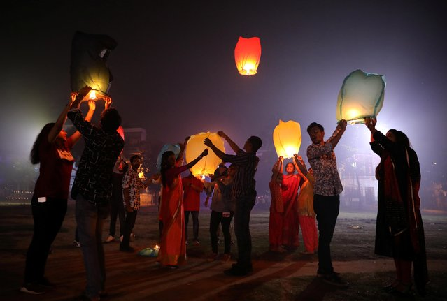 People release sky lanterns to celebrate Diwali, the Hindu festival of lights, in Raiganj town in the eastern state of West Bengal, India, October 27, 2019. (Photo by Rupak De Chowdhuri/Reuters)