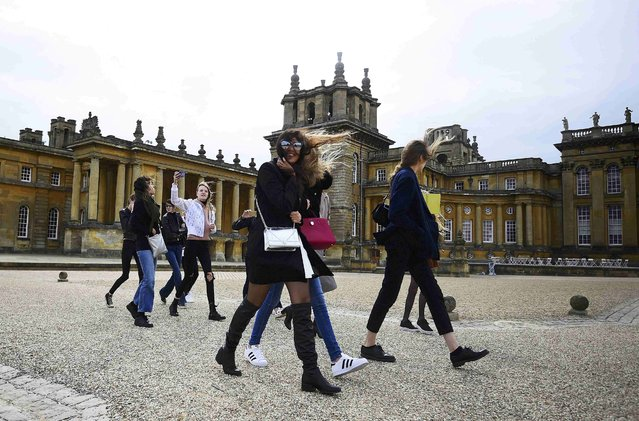Models arrive at a windswept Blenheim Palace ahead of a fashion show presenting the Dior, Cruise 2017 Collection, in Woodstock, Britain May 31, 2016. (Photo by Dylan Martinez/Reuters)