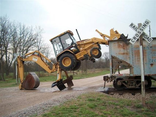 Cat Climbs – Amazing Backhoe Operator