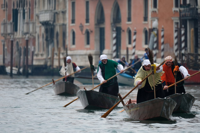 """Men dressed as """"La Befana"""", an imaginary old woman who is thought to bring gifts to children during the festival of Epiphany, row boats down the Grand Canal in Venice, Italy on January 6, 2020. (Photo by Manuel Silvestri/Reuters)"""