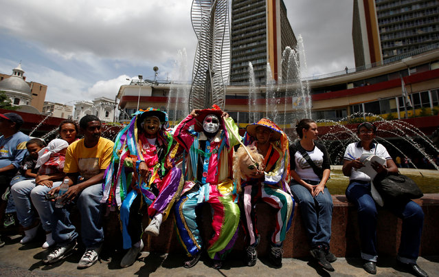 People attend a pro-government rally in Caracas, Venezuela, June 21, 2016. (Photo by Mariana Bazo/Reuters)