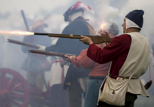 Historical re-enactors fire guns as they recreate the Battle of Bosworth at an anniversary event near Market Bosworth in central Britain, August 23, 2015. (Photo by Neil Hall/Reuters)