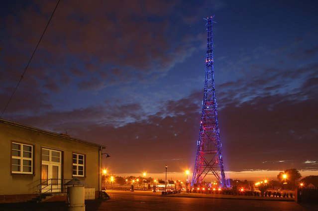 "The former radio station tower that became famous through the ""Gleiwitz Incident"" stands illuminated on August 19, 2014 in Gliwice, Poland. (Photo by Sean Gallup/Getty Images)"
