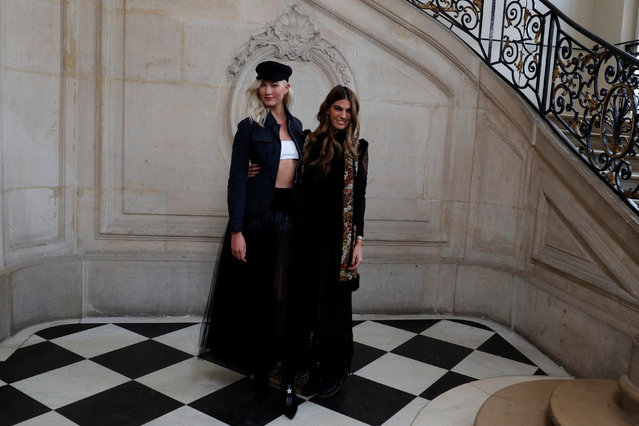 Model Karlie Kloss poses with model and socialite Bianca Brandolini d'Adda during a photocall before the Spring/Summer 2018 women's ready-to-wear collection show for fashion house Dior during Paris Fashion Week, France, September 26, 2017. (Photo by Philippe Wojazer/Reuters)