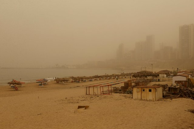 A general view shows the public beach on Ramlet al Bayda seaside during a sandstorm in Beirut, Lebanon September 8, 2015. (Photo by Mohamed Azakir/Reuters)