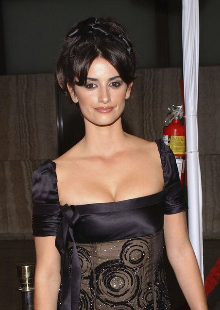 """Actress Penelope Cruz attends AFI's Premiere of """"Bad Education"""" at the CineramaDome at the ArcLight on November 7, 2004 in Hollywood, California. (Photo by Stephen Shugerman/Getty Images)"""